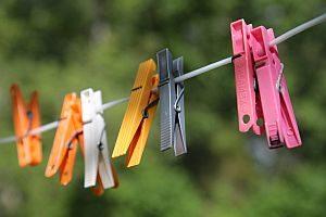 Abbildung: Wäscheklammern an der frischen Luft