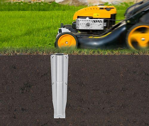 Abbildung: Bodenanker aus Metall im Erdreich
